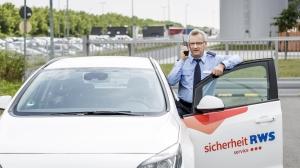 rws-sicherheitsservice_interventionsdienst_separatwachmann_auto_walkietalkie