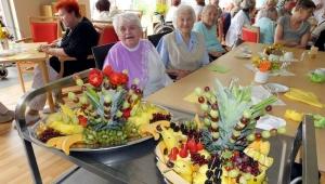 rws-cateringservice_pflegeheim_volkssolidaritaet_sommerfest_schwarzheide_senioren_obst
