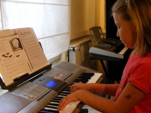 Der GeyserHaus e.V. bietet vielfältige Möglichkeiten der künstlerischen, kulturellen und musikalischen Bildung wie Begegnung.