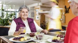 rws-cateringservice_altenpflegeheim_seniorenheim_senioren essen mittag