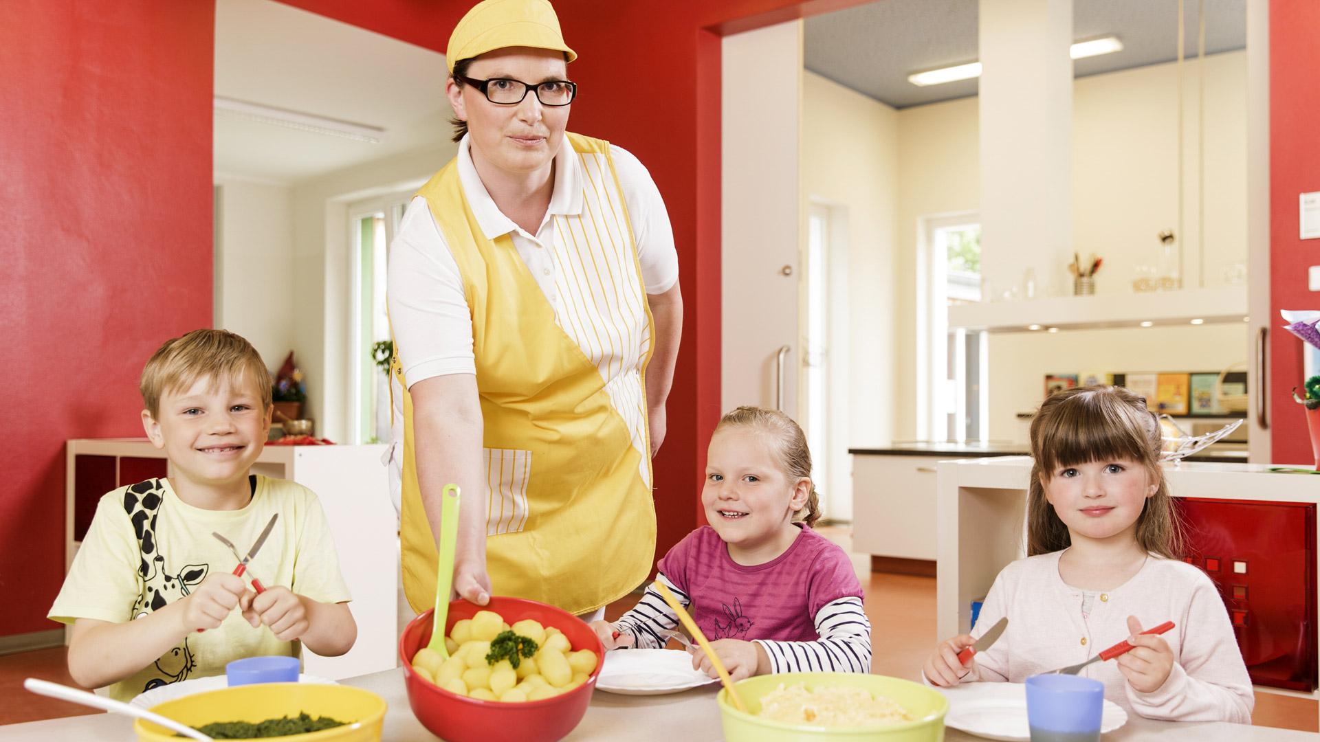 rws-cateringservice_kindertageseinrichtung_kinder_mittagessen_essenausgabe