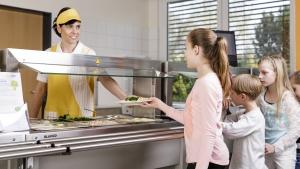 rws-cateringservice_schule_kinder_essenausgabe_mittagessen