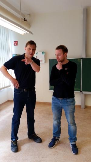 Christian Habenicht von Dr. Schnell Chemie GmbH im Austausch mit Alexander Quapp von der Stadt Leipzig.