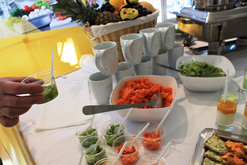 Gemüse satt: frisch zubereiteter Gurken- und Möhrensalat