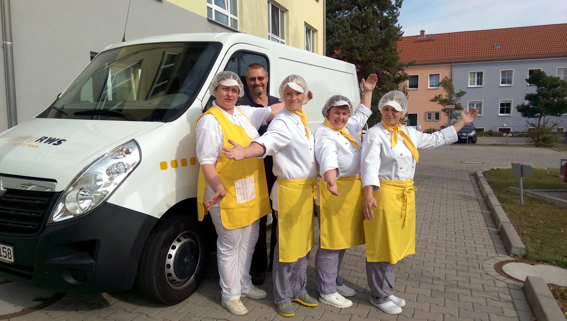 Das RWS-Küchenteam in Schwarzheide ist für jeden Spaß zu haben.