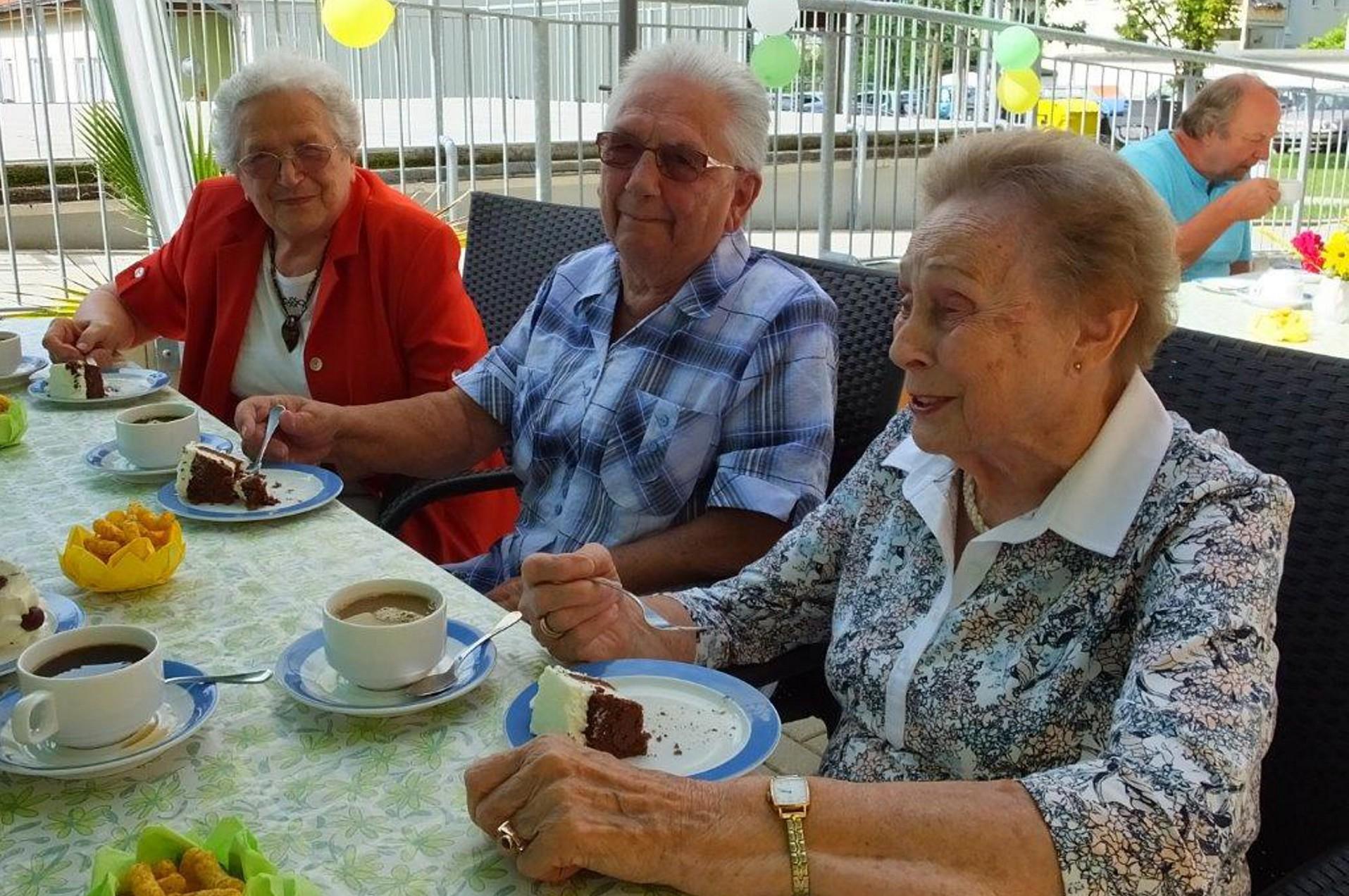 rws-cateringservice_pflegeheim_volkssolidaritaet_sommerfest_schwarzheide_senioren