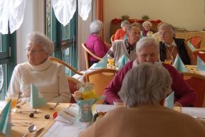 rws-cateringservice_pflegeheim_herbstbrunch_senioren